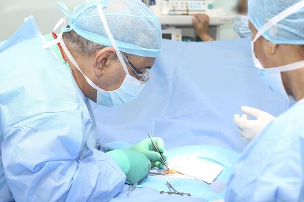 Czy decyzja o operacji kręgosłupa zwalnia nas z udziału w fizjoterapii?
